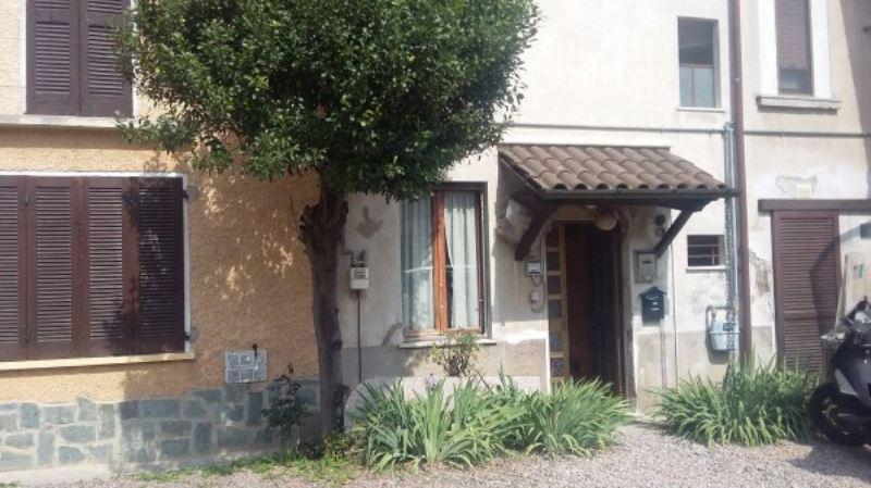 Appartamento in vendita a Malnate, 3 locali, prezzo € 40.000   CambioCasa.it