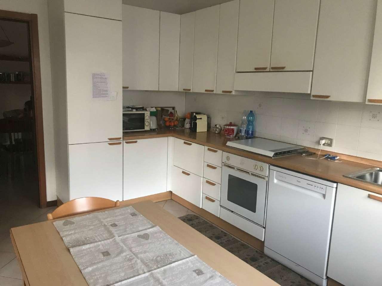 Appartamento in vendita a Malnate, 4 locali, prezzo € 240.000   CambioCasa.it