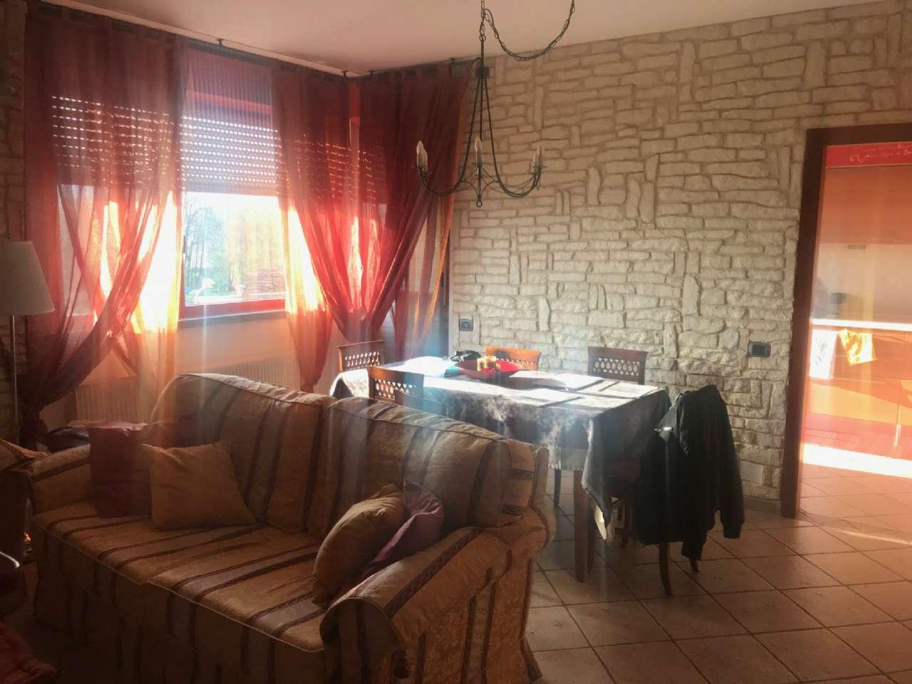 Appartamento in vendita a Viggiù, 4 locali, prezzo € 170.000 | CambioCasa.it