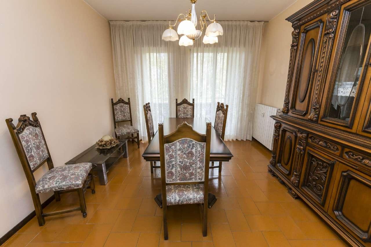 Appartamento in buone condizioni parzialmente arredato in vendita Rif. 8610949