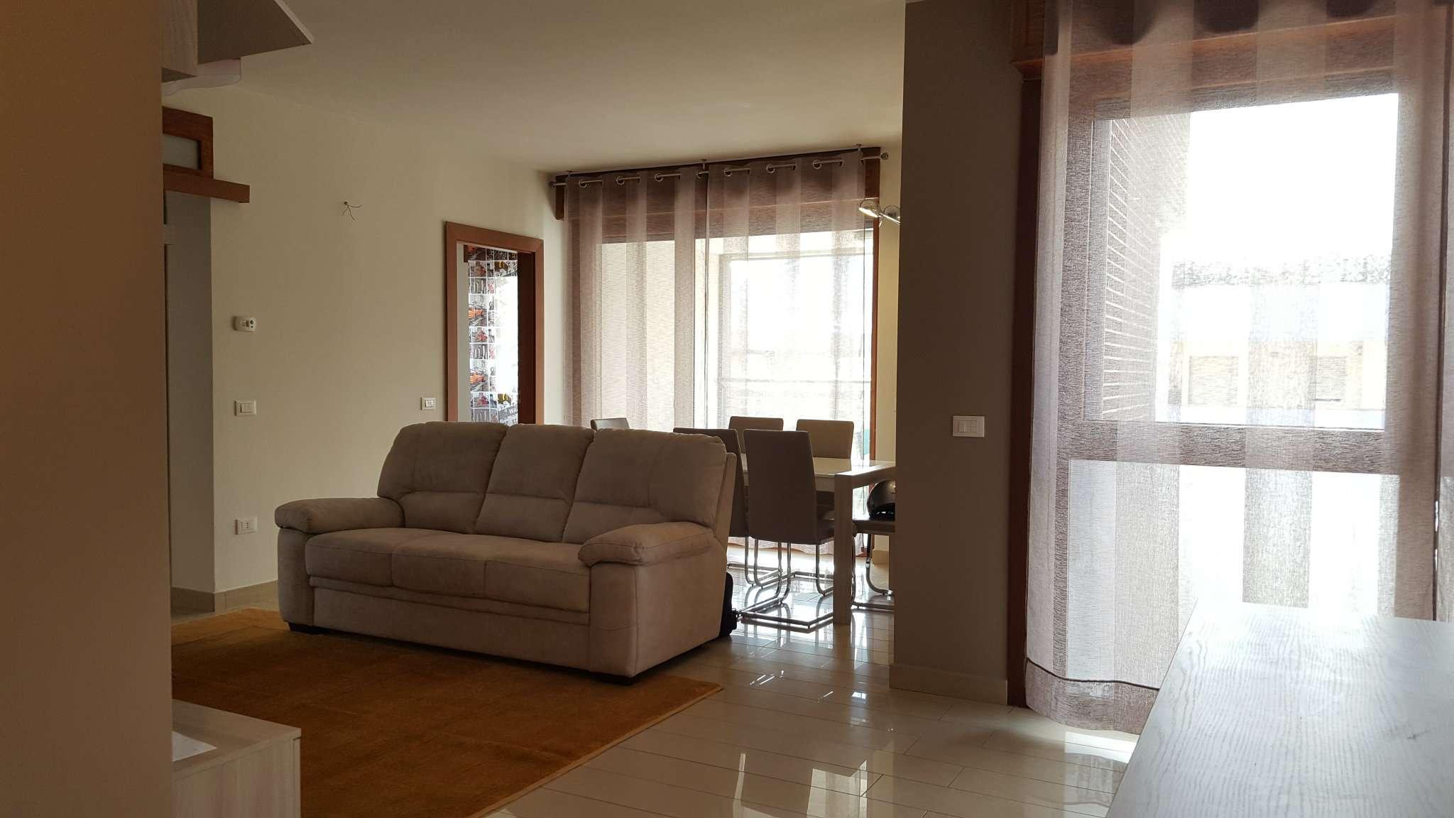 Appartamento in affitto a Napoli, 5 locali, zona Zona: 4 . San Lorenzo, Vicaria, Poggioreale, Zona Industriale, Centro Direzionale, Trattative riservate | CambioCasa.it