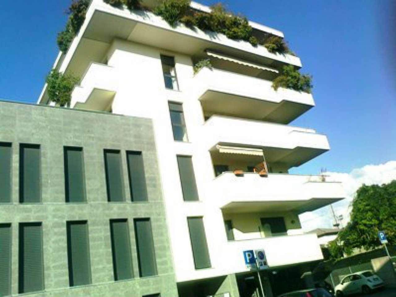 Appartamento in condizioni mediocri arredato in affitto Rif. 8887811