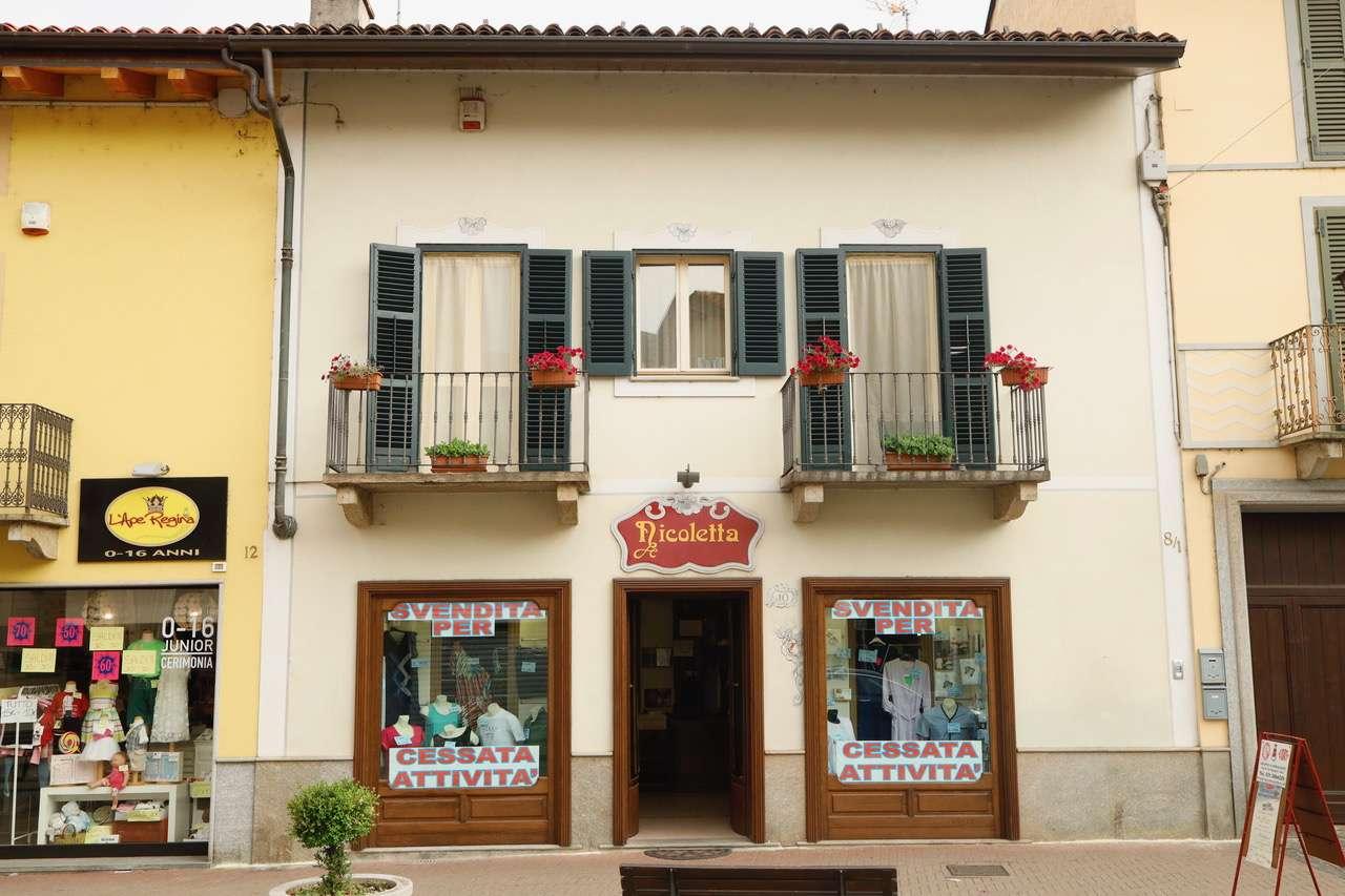Negozio / Locale in affitto a Orbassano, 2 locali, prezzo € 1.300 | CambioCasa.it