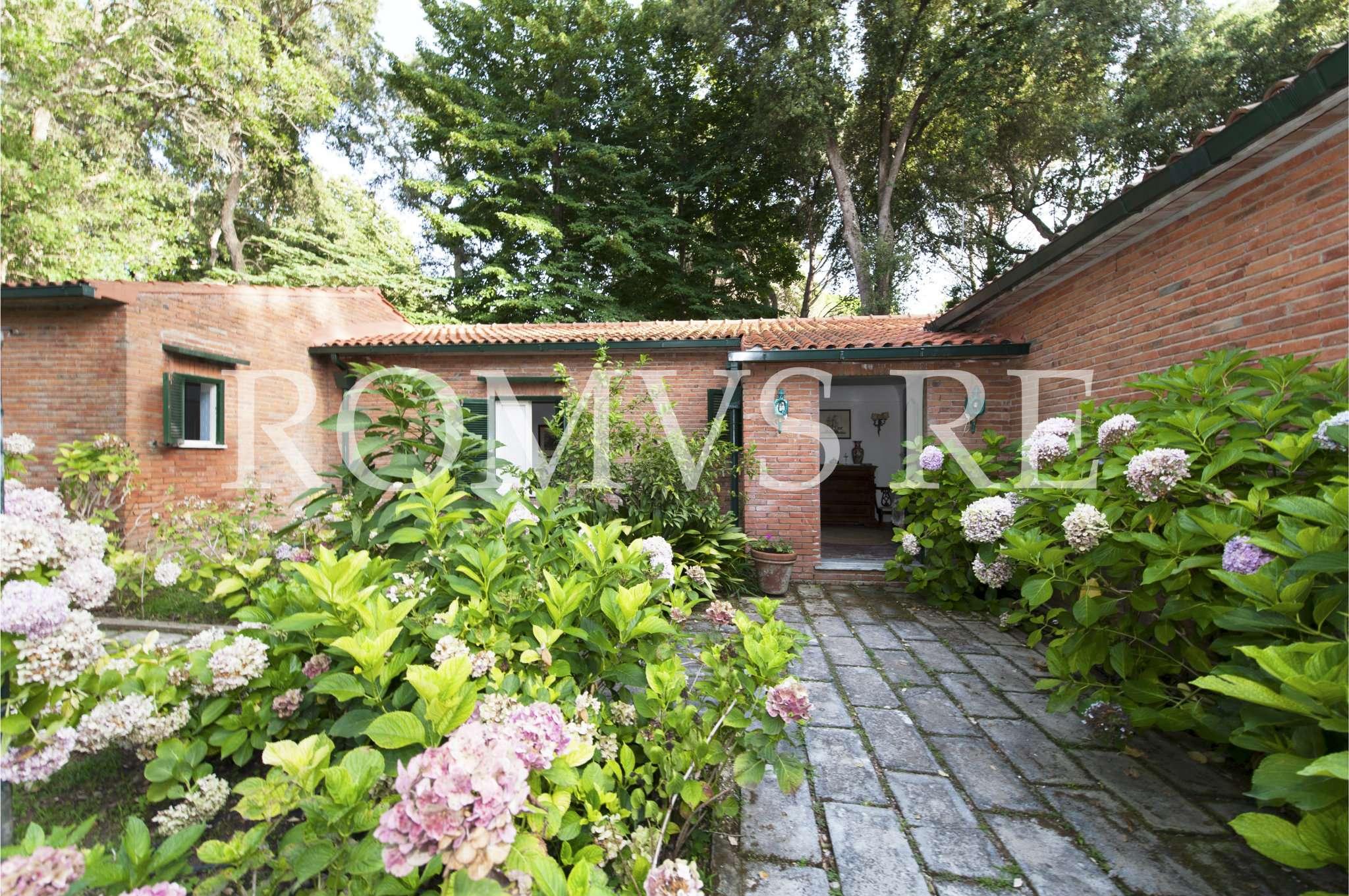 Villa in vendita a Sabaudia, 7 locali, prezzo € 980.000 | CambioCasa.it
