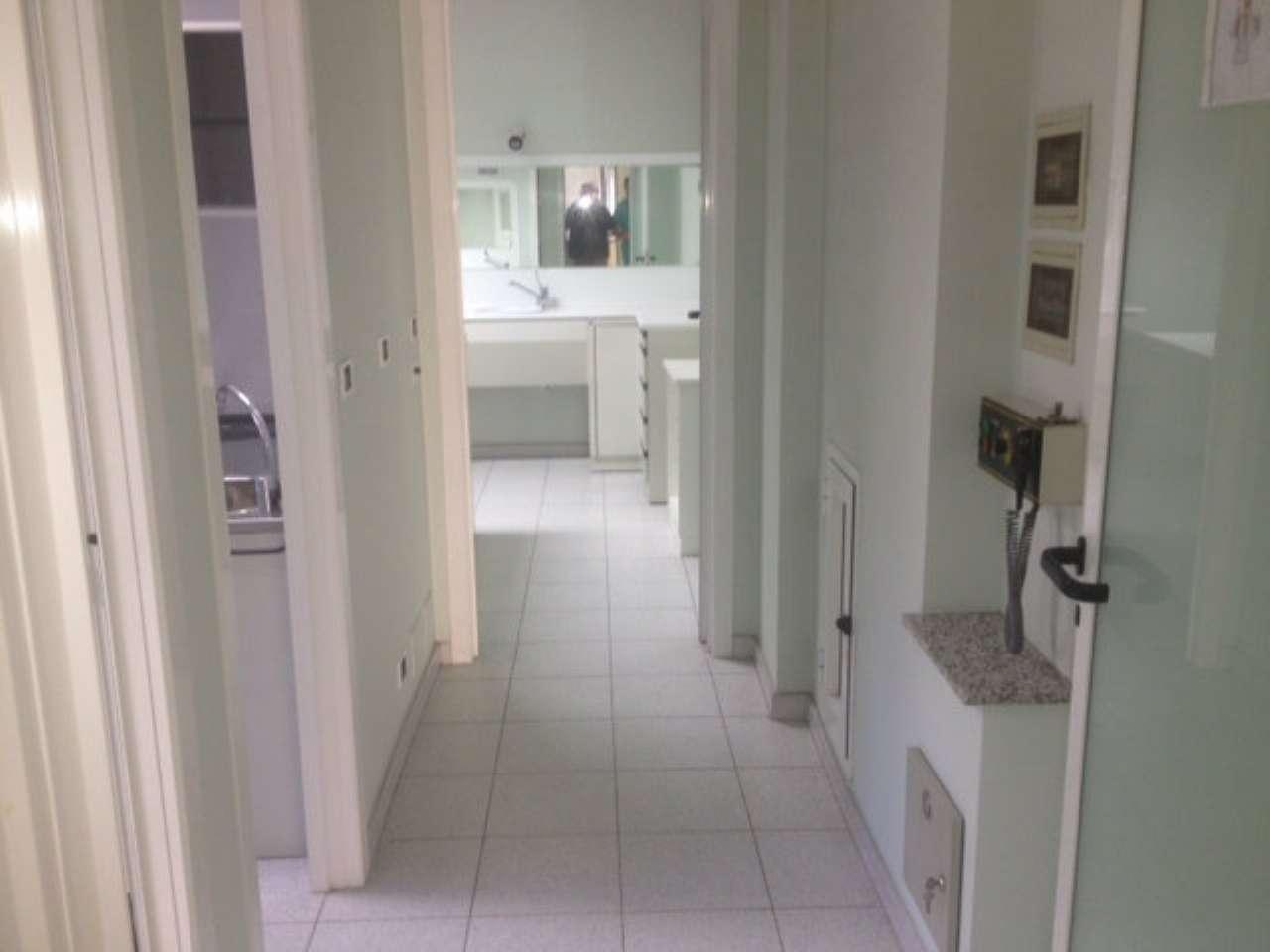 Appartamento uso ufficio/studio in affitto,attualmente studio dentistico con attrezzature.