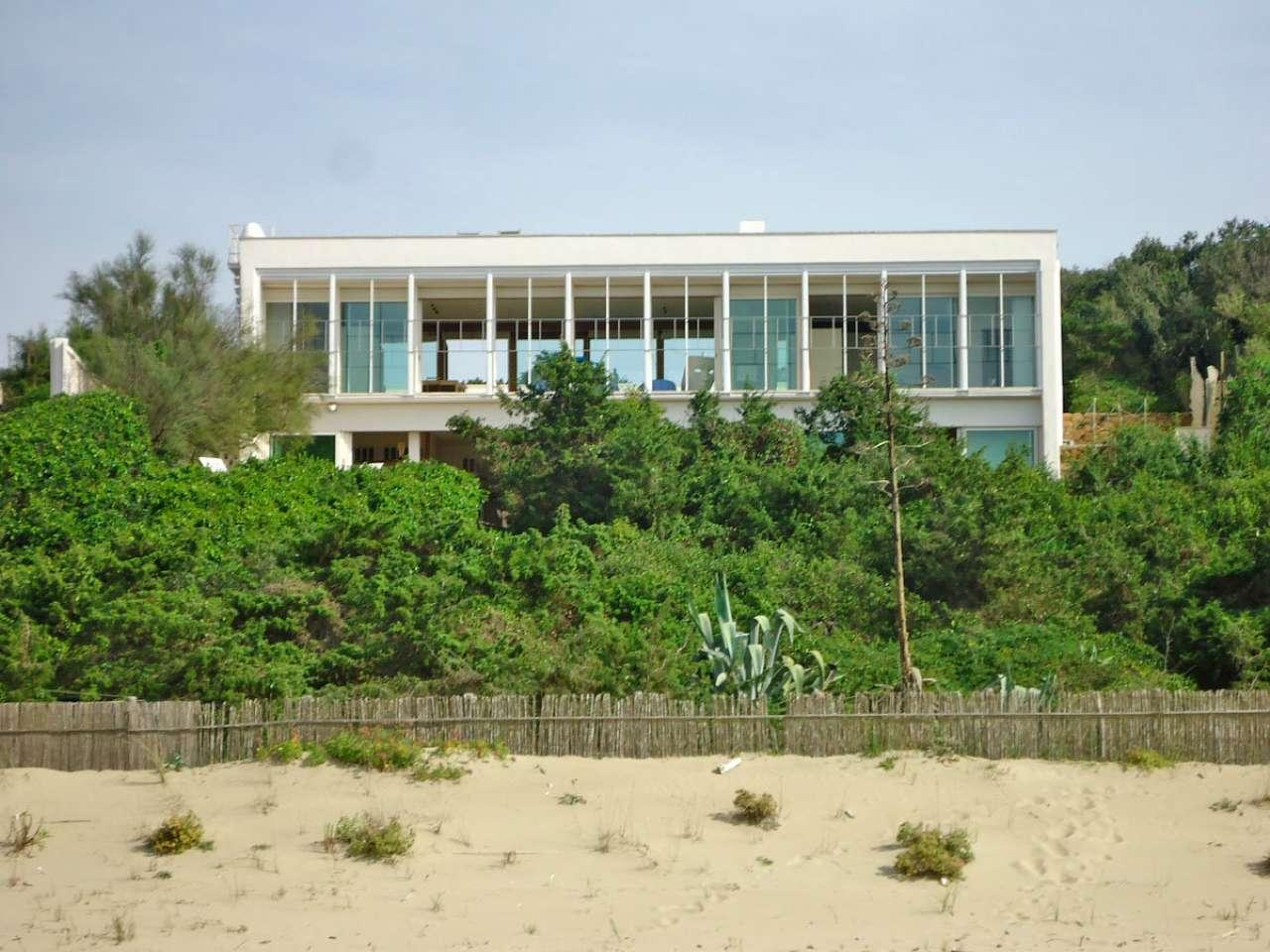 Villa in vendita a Sabaudia, 22 locali, Trattative riservate   CambioCasa.it