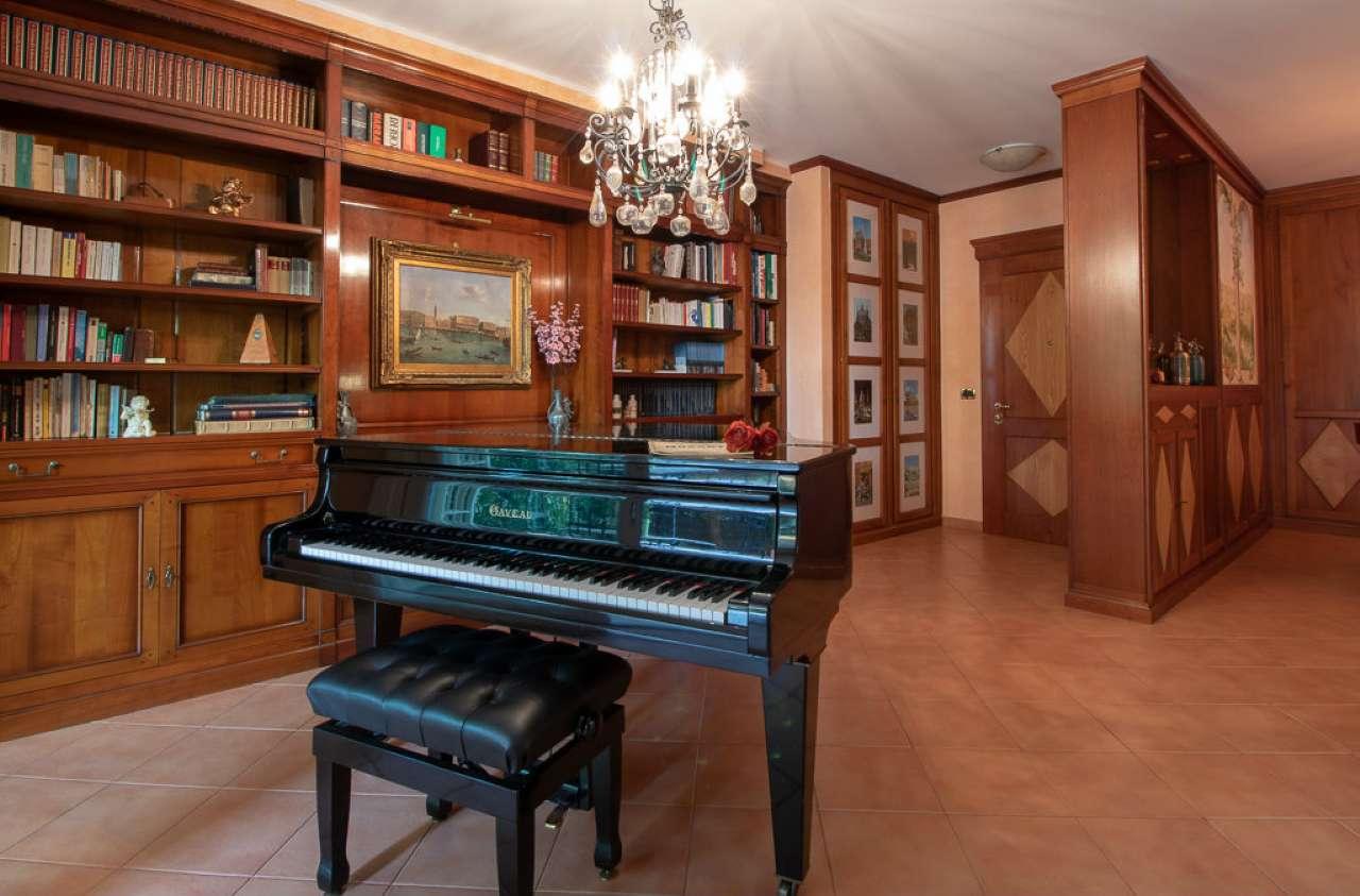 Appartamento in vendita a Roma, 4 locali, zona Zona: 18 . Ardeatino - Grotta Perfetta - Fonte Meravigliosa, prezzo € 695.000 | CambioCasa.it