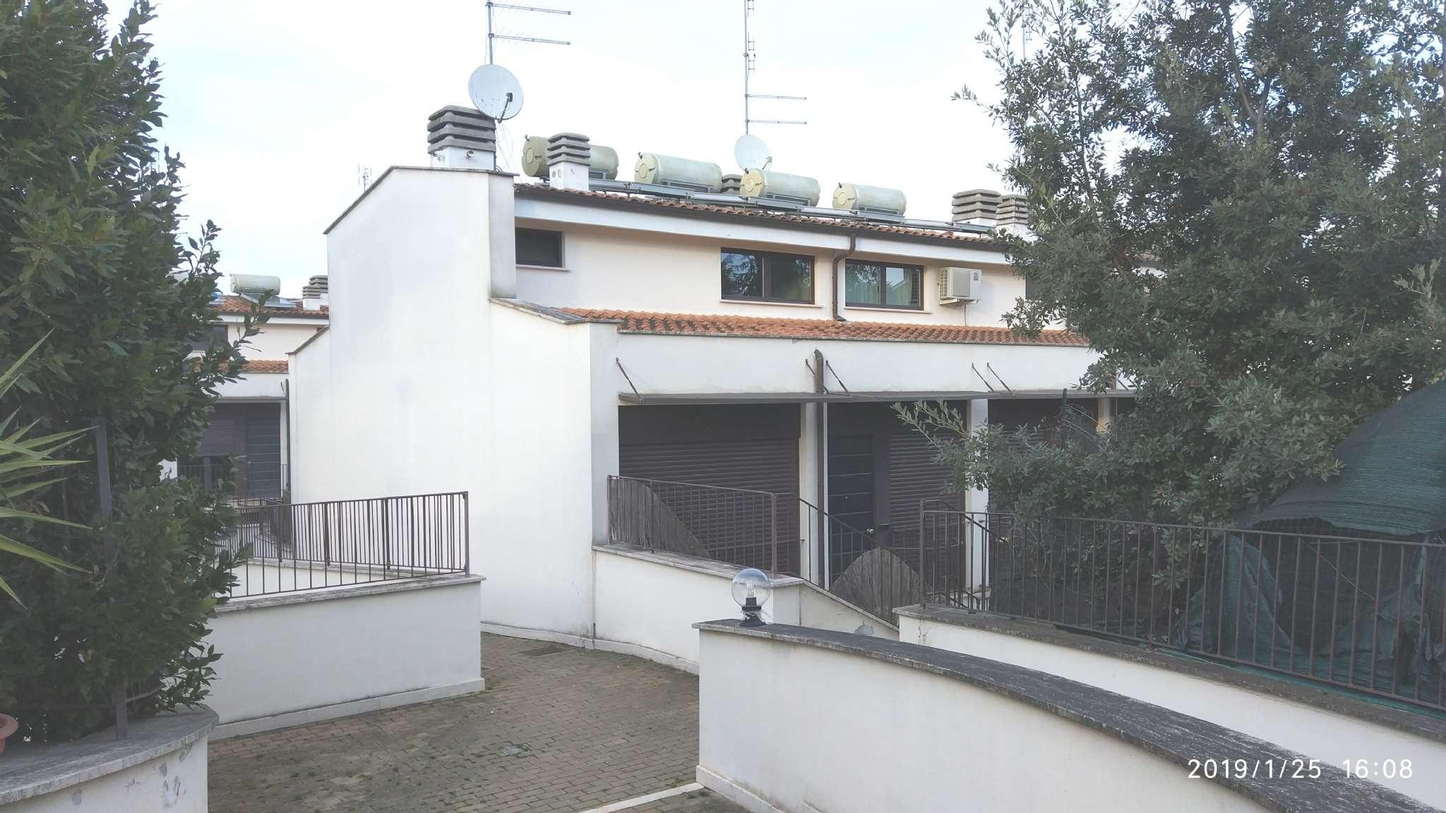 Villa a Schiera in vendita a Roma, 4 locali, zona Zona: 27 . Aurelio - Boccea, prezzo € 180.000 | CambioCasa.it