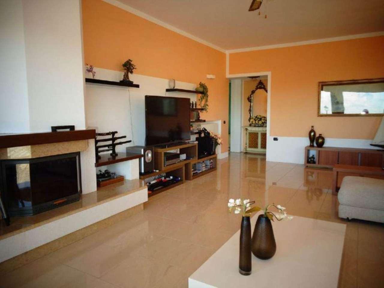 Villa in vendita a Pietra de' Giorgi, 9 locali, prezzo € 1.300.000 | CambioCasa.it