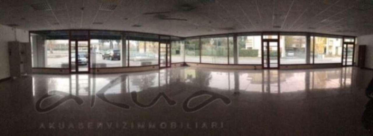 Negozio / Locale in vendita a Camposampiero, 6 locali, Trattative riservate | CambioCasa.it