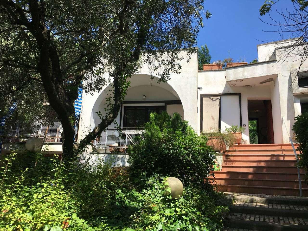 Villa da ristrutturare parzialmente arredato in vendita Rif. 7299813