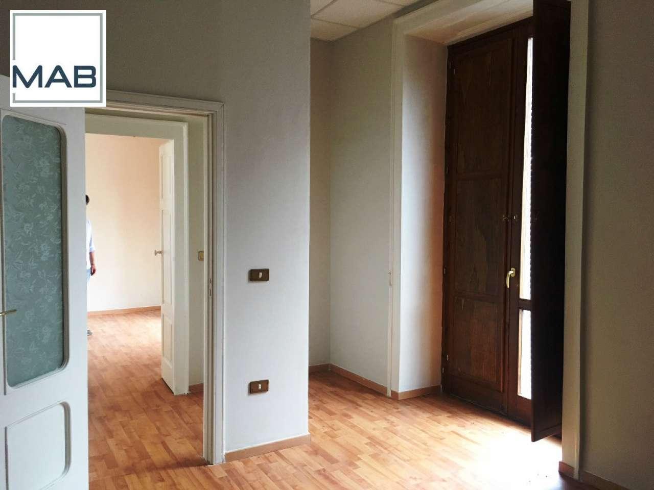 Ufficio / Studio in affitto a Scisciano, 3 locali, prezzo € 400 | CambioCasa.it