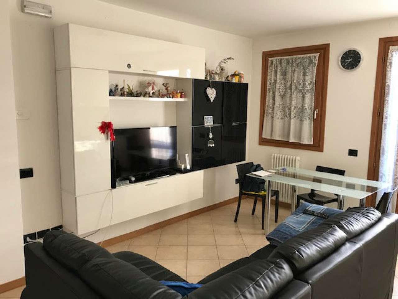 Appartamento in ottime condizioni parzialmente arredato in affitto Rif. 8912685