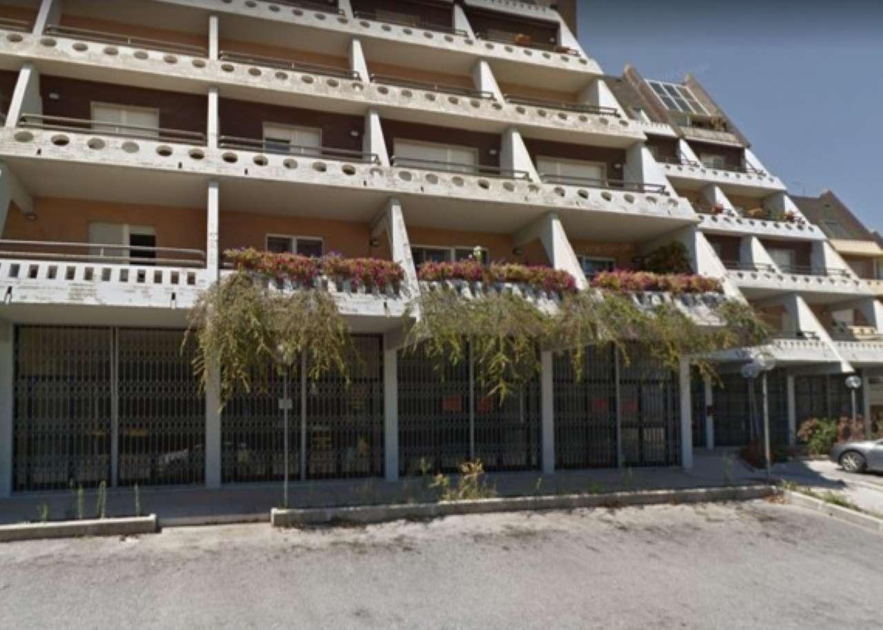 Viale P. di Piemonte - Locale uso investimento