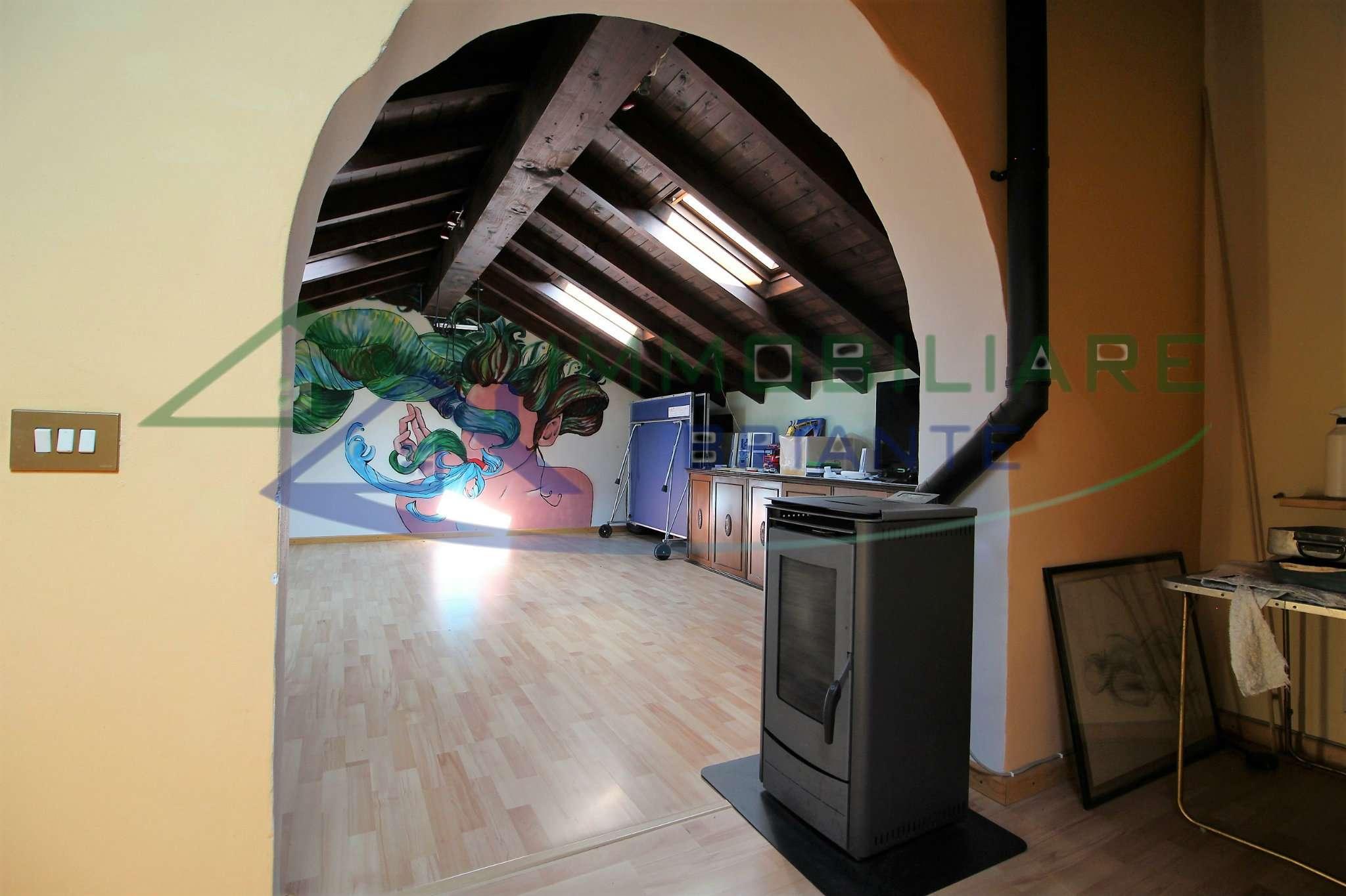 Villa in vendita a Vergiate, 5 locali, prezzo € 328.000 | CambioCasa.it