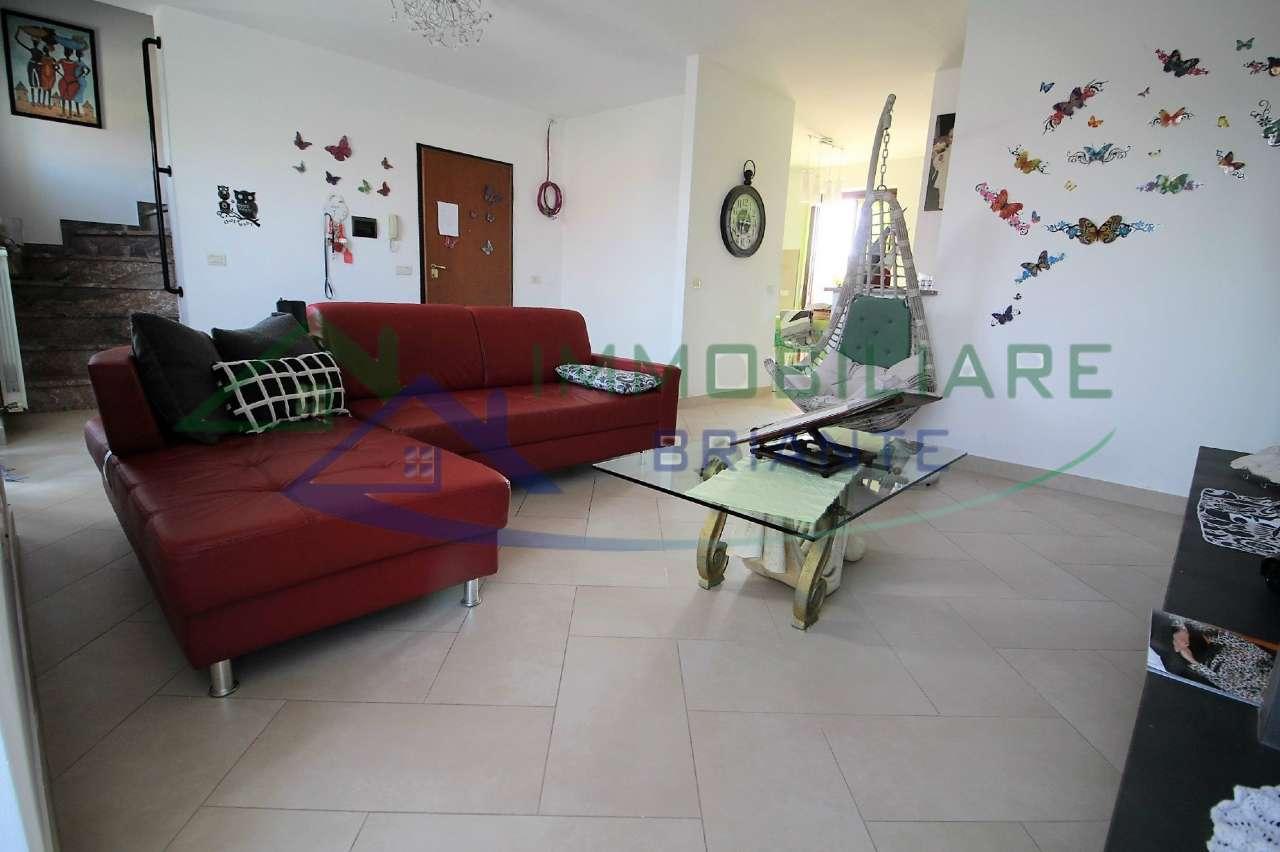 Appartamento in ottime condizioni in vendita Rif. 7892543