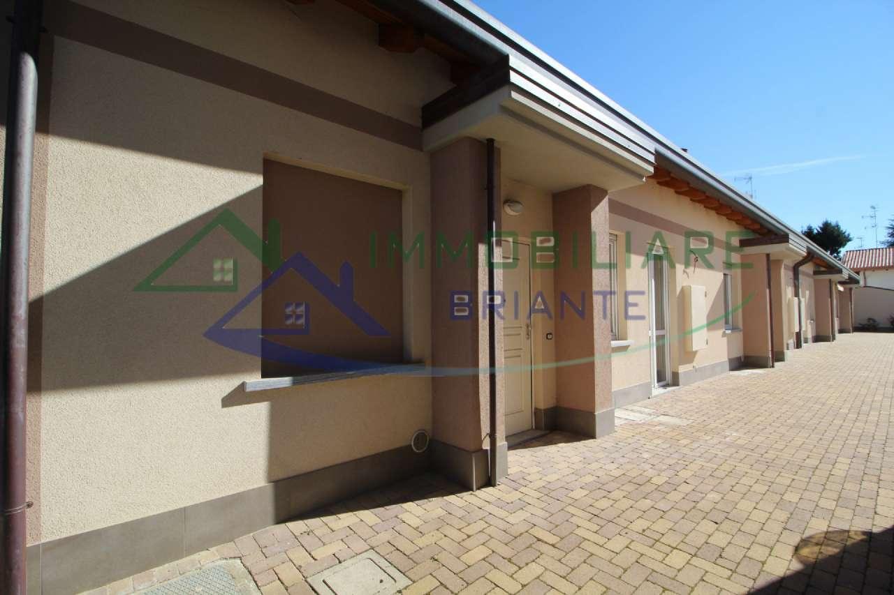 Appartamento in vendita a Samarate, 3 locali, prezzo € 159.000 | CambioCasa.it