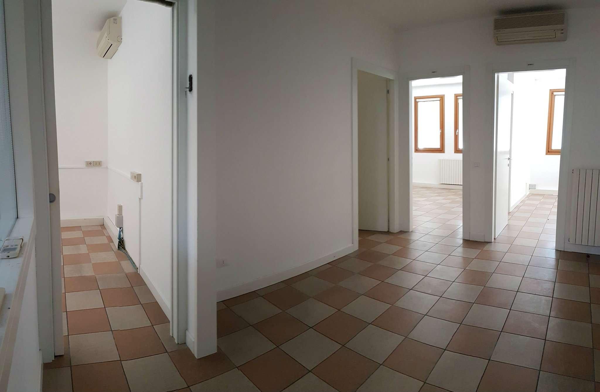 Ufficio / Studio in affitto a Mirano, 9999 locali, prezzo € 800 | CambioCasa.it
