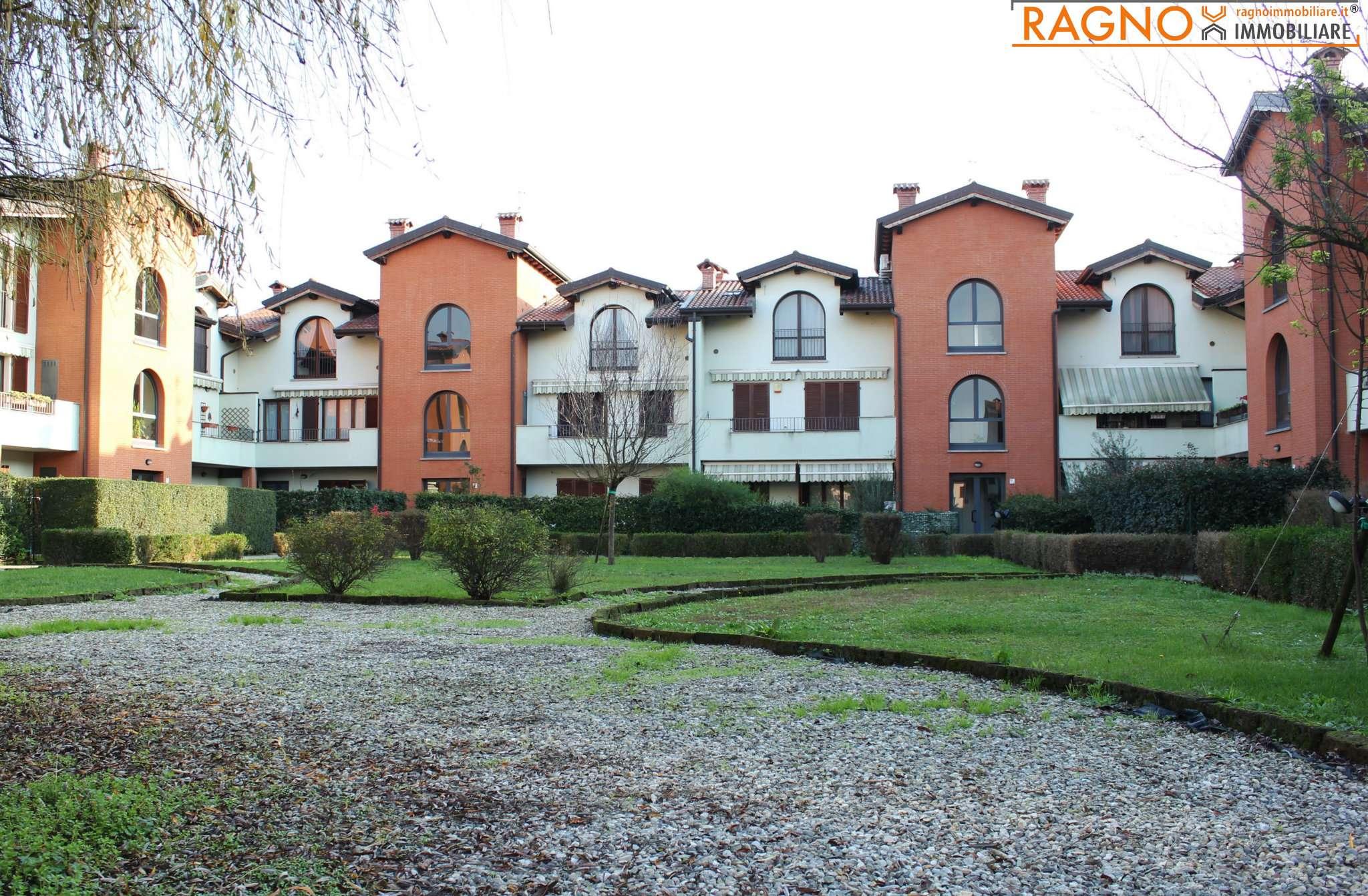Appartamento in buone condizioni in vendita Rif. 8648973