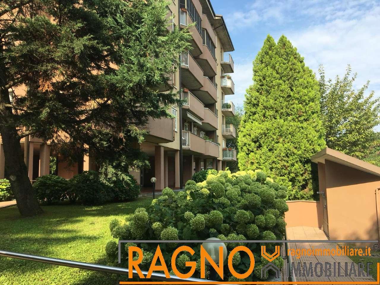 Appartamento in buone condizioni in vendita Rif. 8806052