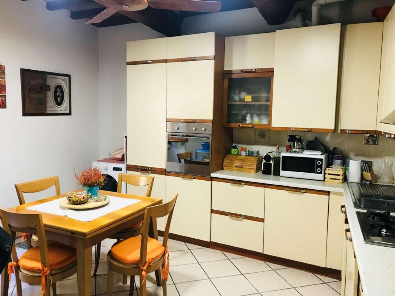 Appartamento in ottime condizioni in vendita Rif. 8523352