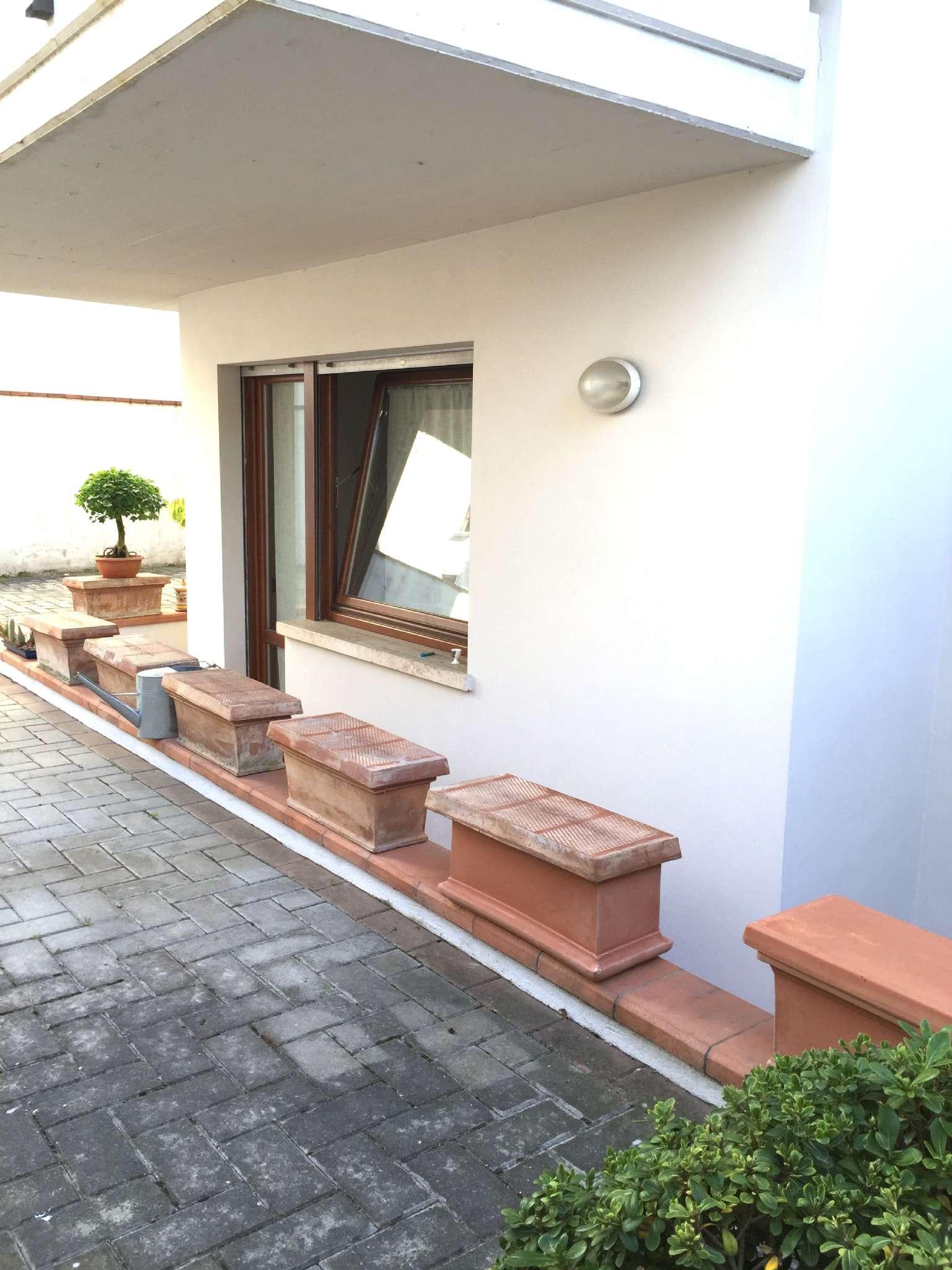 Appartamento in ottime condizioni parzialmente arredato in vendita Rif. 9215437