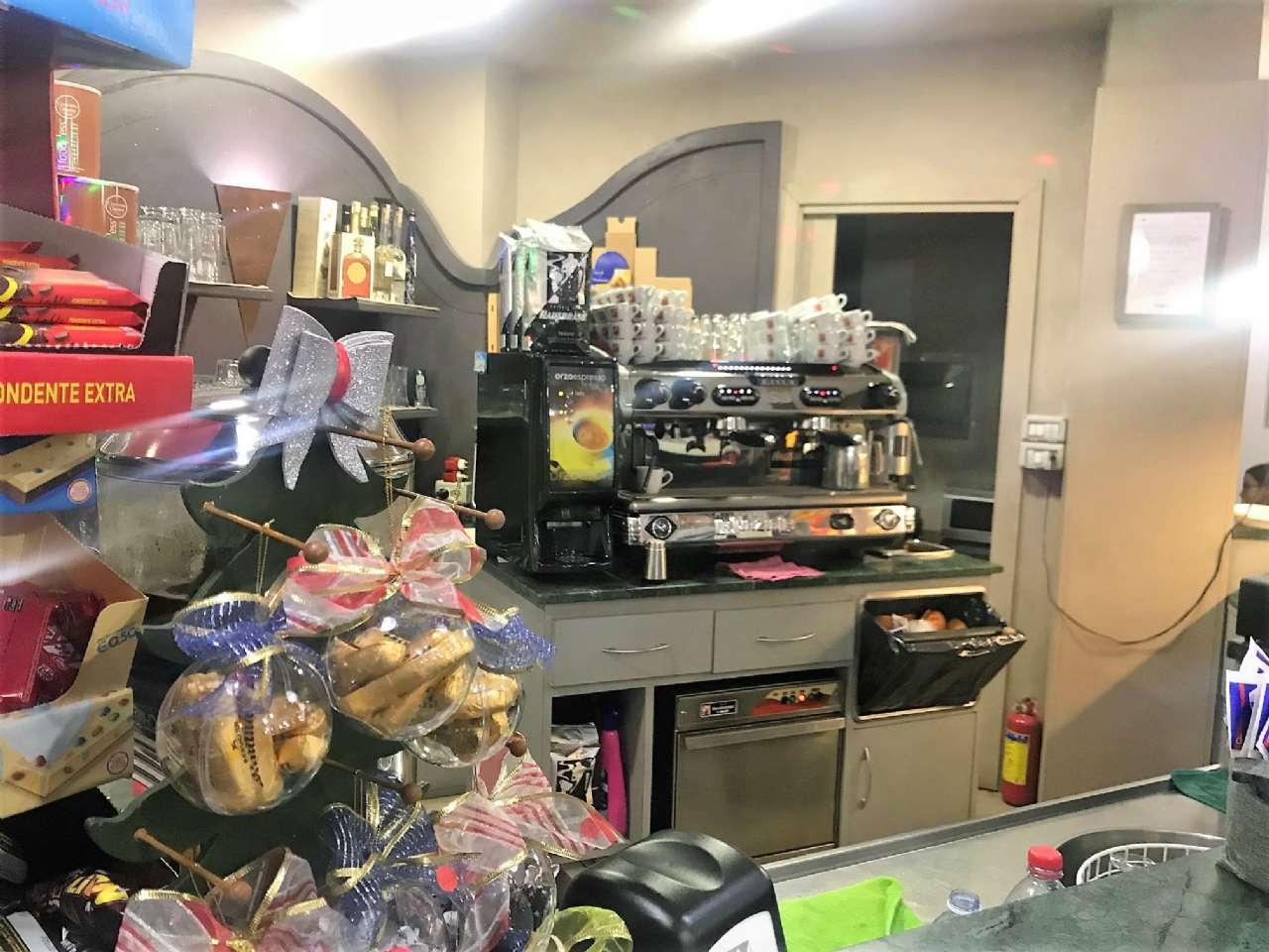 Immagine immobiliare Bar Nichelino Torino - Nichelino . Proponiamo in vendita bar tipologia 2 totalmente ristrutturato.Il locale è di circa 50 mq con laboratorio di 9 mq.Ottimi incassi. 9 kg di caffè settimanali.Affitto 525,00 euro. Le spese...