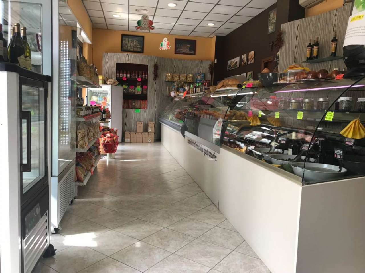 Attività / Licenza in vendita a La Loggia, 2 locali, prezzo € 15.000 | CambioCasa.it