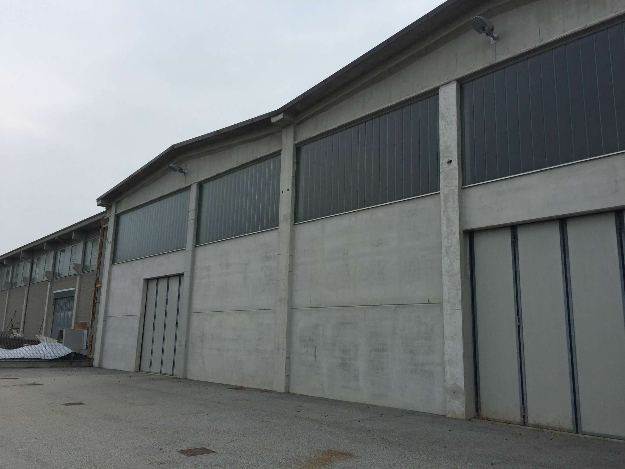 Capannone in vendita a Caramagna Piemonte, 9999 locali, Trattative riservate | PortaleAgenzieImmobiliari.it
