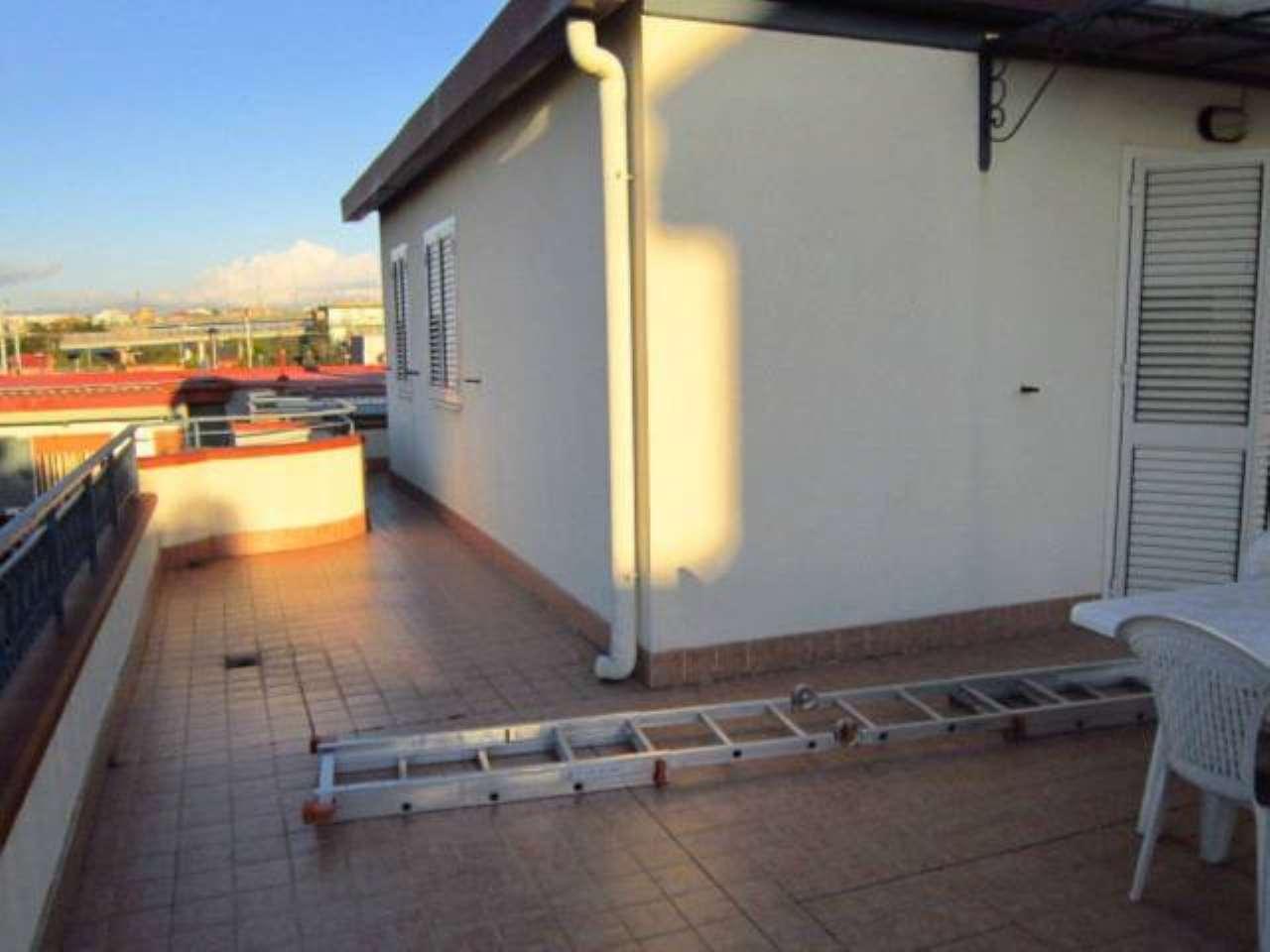 Appartamento in affitto a Napoli, 2 locali, zona Zona: 6 . Ponticelli, Barra, San Giovanni a Teduccio, prezzo € 550 | CambioCasa.it