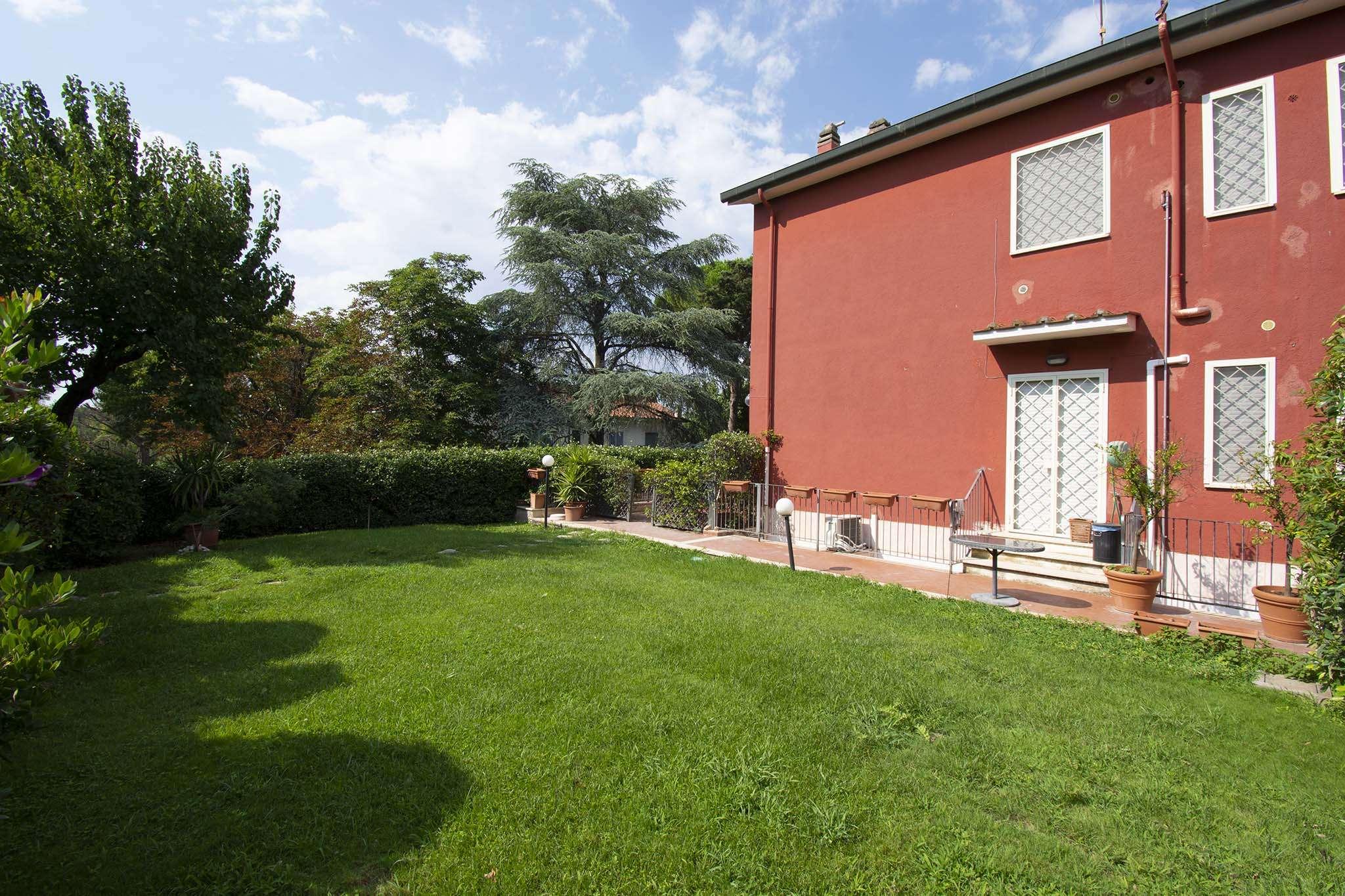 Villa tri quadrifamiliare roma affitto zona 22 for Affitto uffici zona eur