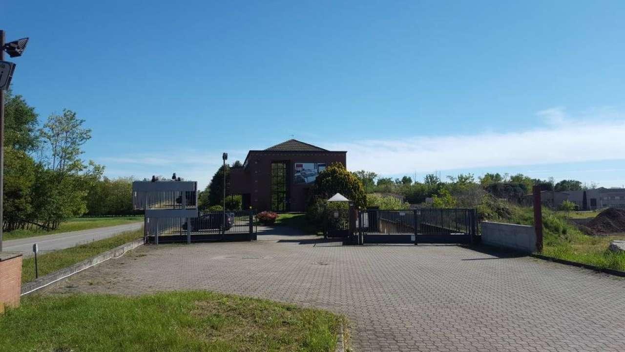 Negozio / Locale in affitto a Samarate, 1 locali, prezzo € 3.250 | PortaleAgenzieImmobiliari.it