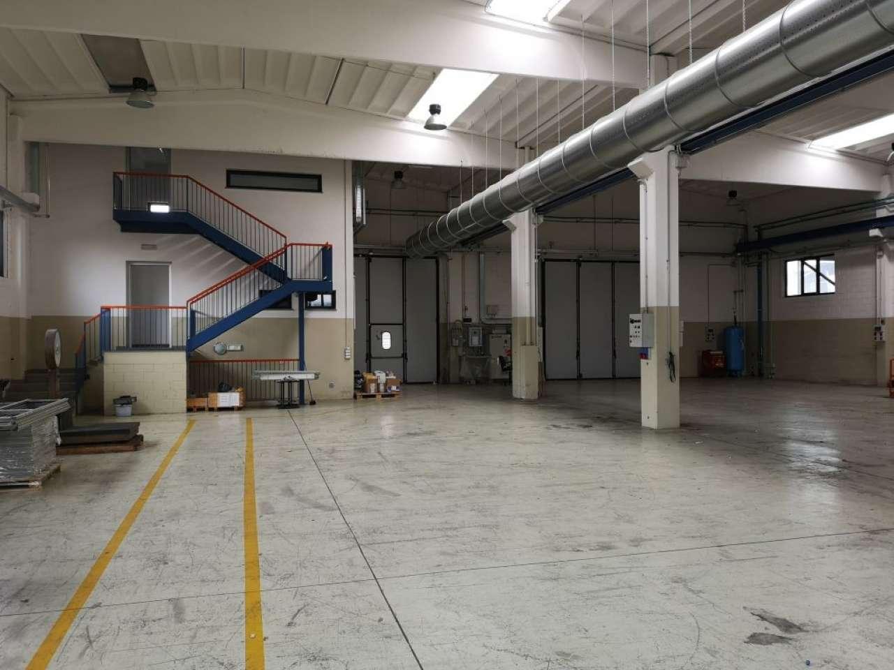 Capannone in affitto a Cardano al Campo, 9999 locali, prezzo € 12.500   PortaleAgenzieImmobiliari.it