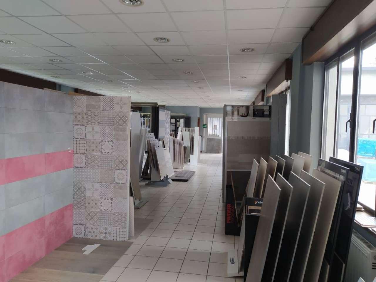 Capannone in vendita a Somma Lombardo, 9999 locali, prezzo € 600.000 | PortaleAgenzieImmobiliari.it