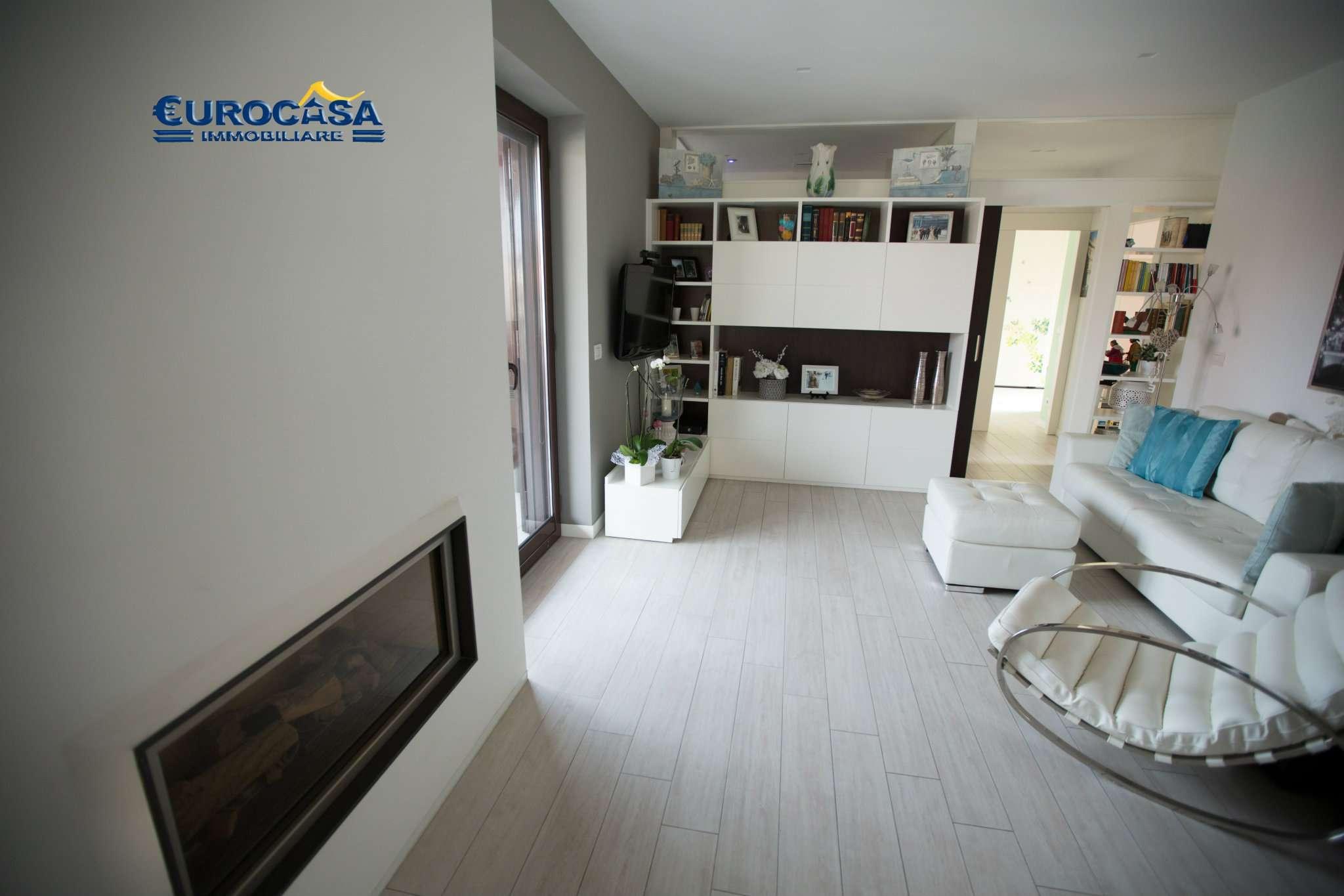 Appartamento in ottime condizioni arredato in affitto Rif. 7901114