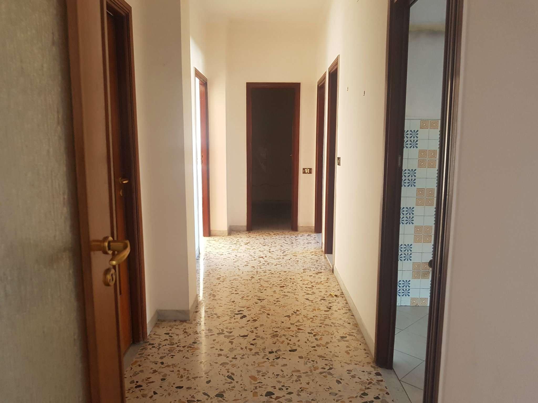 Appartamento in buone condizioni in affitto Rif. 8564194