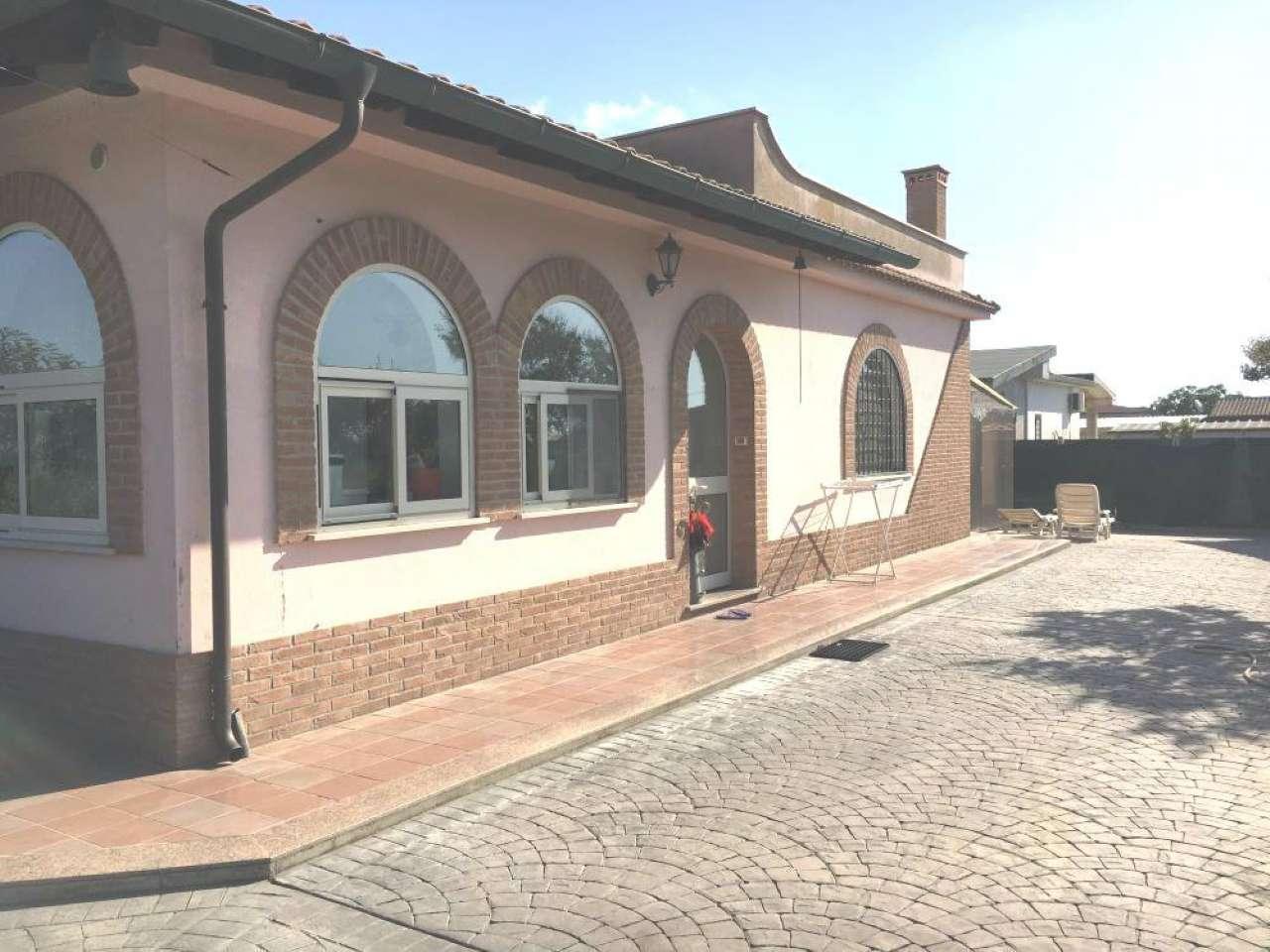 Villa in vendita a Aprilia, 5 locali, prezzo € 190.000   CambioCasa.it