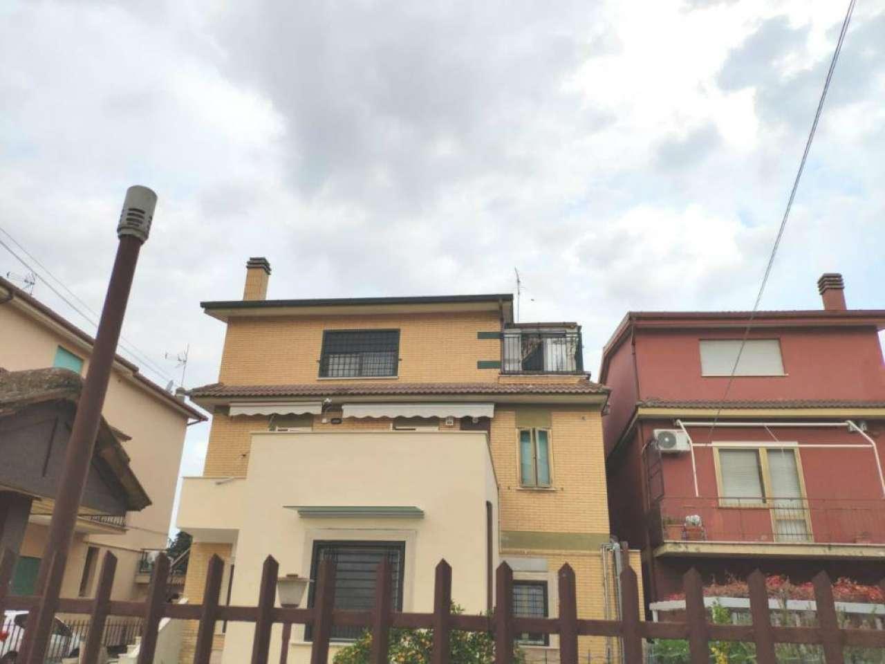 Appartamento in vendita a Roma, 3 locali, zona Zona: 37 . Morena - Ciampino - Trigoria - Falcognana, prezzo € 195.000   CambioCasa.it