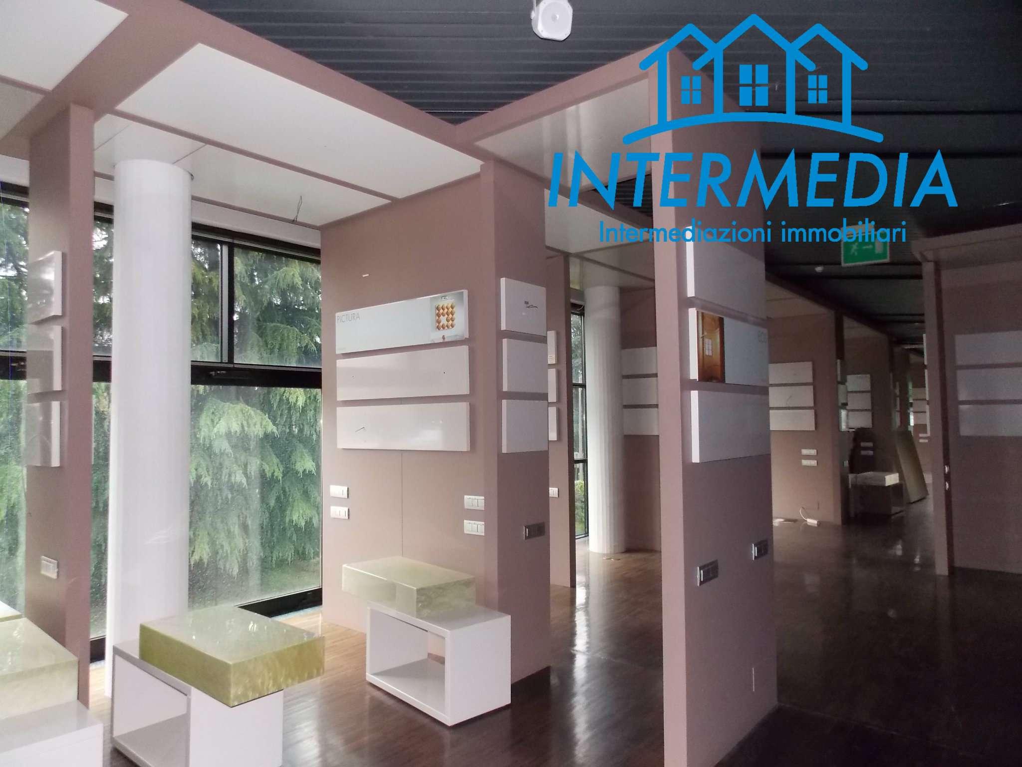 Ufficio / Studio in vendita a Rozzano, 8 locali, prezzo € 1.800.000 | CambioCasa.it