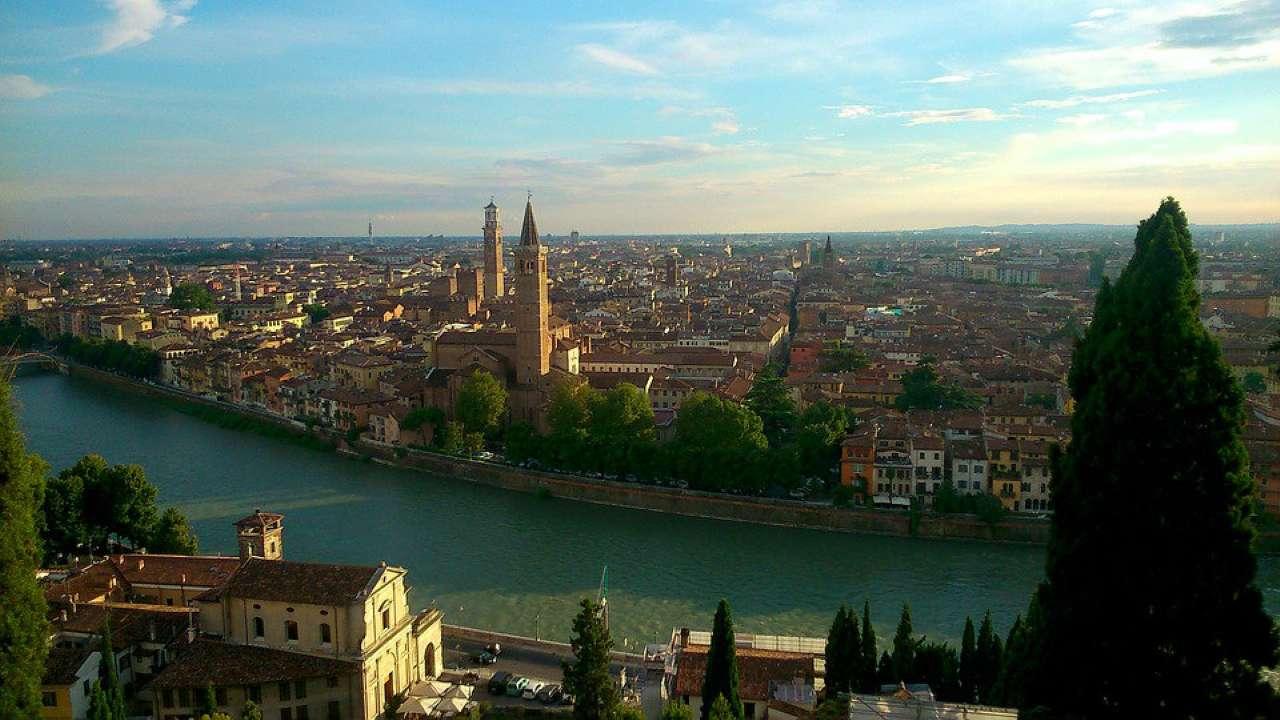 Negozio / Locale in affitto a Verona, 2 locali, zona Zona: 1 . ZTL - Piazza Cittadella - San Zeno - Stadio, prezzo € 27.600 | CambioCasa.it