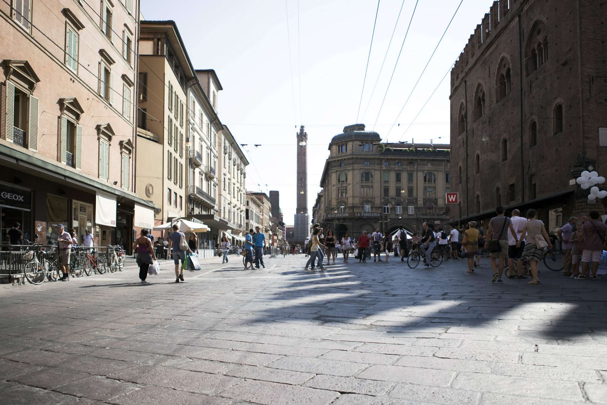Negozio / Locale in affitto a Bologna, 1 locali, zona Zona: 1 . Centro Storico, prezzo € 10.000   CambioCasa.it