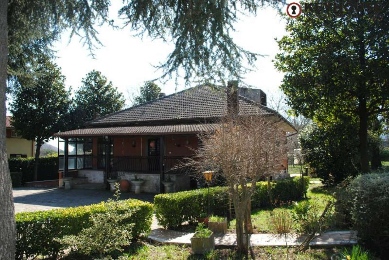 Villa in vendita a Rocca Priora, 5 locali, prezzo € 240.000   CambioCasa.it