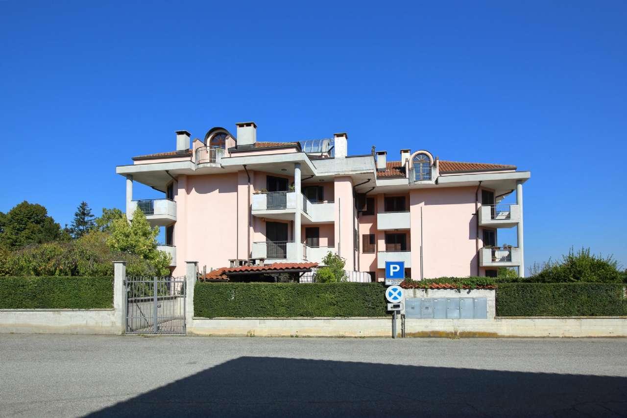 Appartamento in buone condizioni in vendita Rif. 8066149