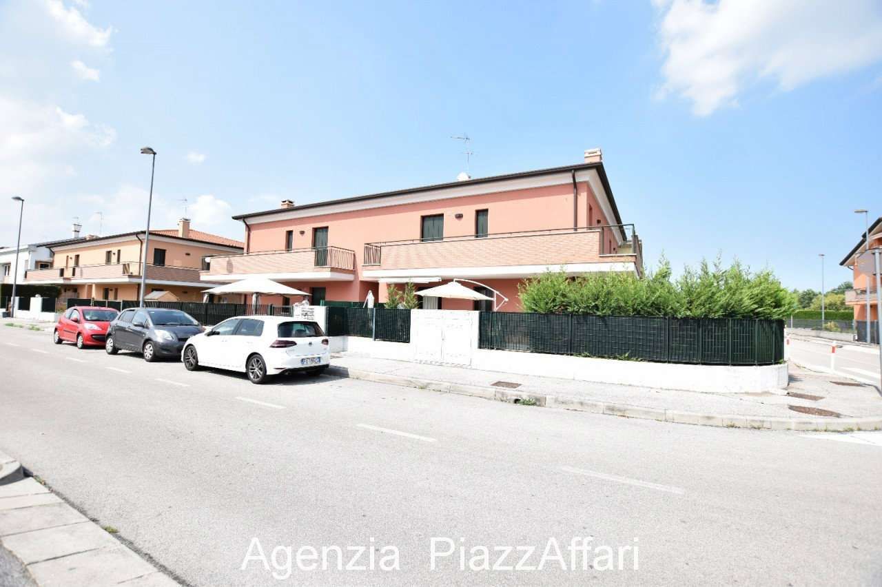 Appartamento in ottime condizioni in vendita Rif. 7325878