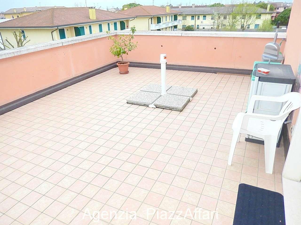 Appartamento in buone condizioni arredato in vendita Rif. 7485455
