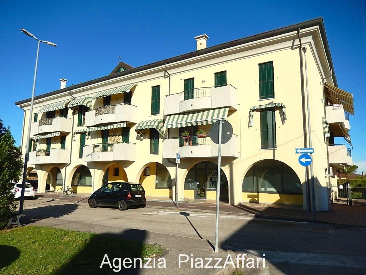 Appartamento in buone condizioni in vendita Rif. 7771573