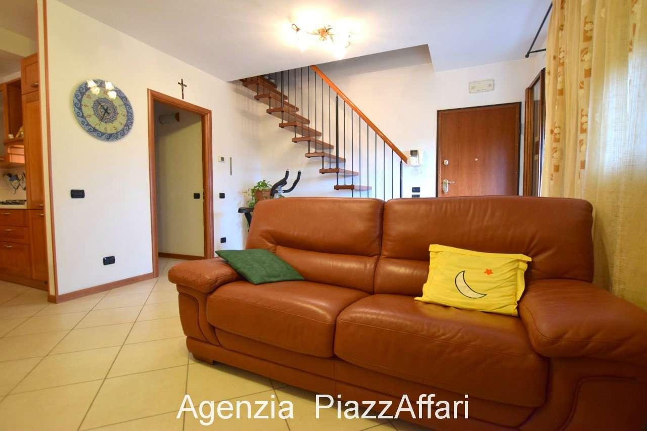 Appartamento in ottime condizioni in vendita Rif. 7812663