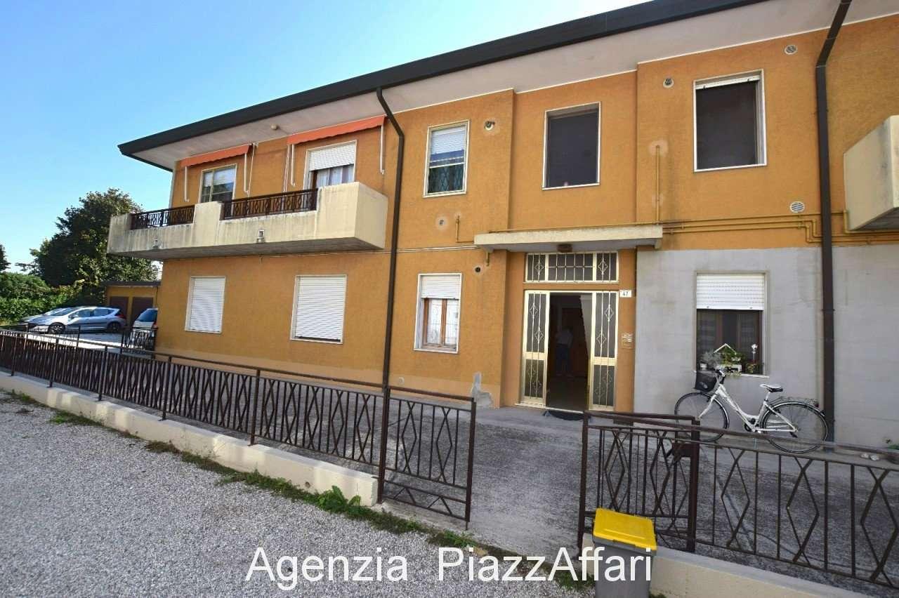 Appartamento in buone condizioni in vendita Rif. 7969990