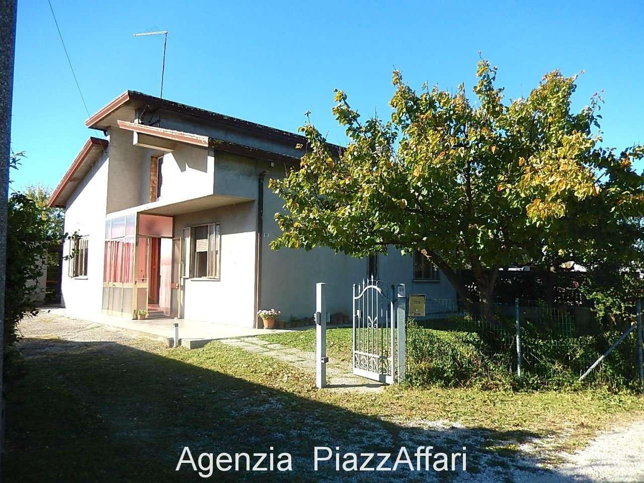 Casa Indipendente in discrete condizioni in vendita Rif. 8021800