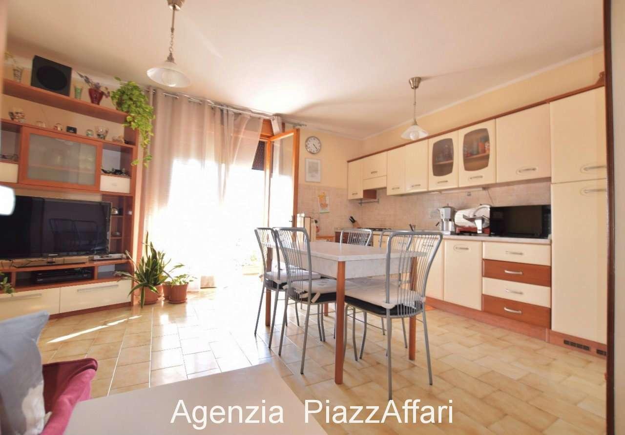 Appartamento in buone condizioni in vendita Rif. 8021801